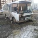 """Вот так паркуются у нас в микрорайоне приезжие работяги , наверно в Омске так это норма, в """"ГАИ"""" говорят это участковая статья , ну а участковому по ."""