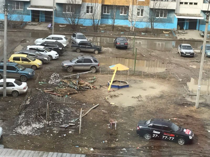 Двор и детская площадка 7а мкр., дома 38Б, 38В, 40 . С 1995 по-2017год