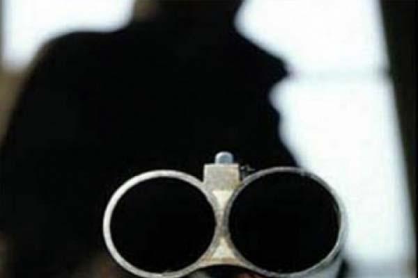 СКР отыскал жителя Тобольска, который выстрелил приятелю вголову изобреза