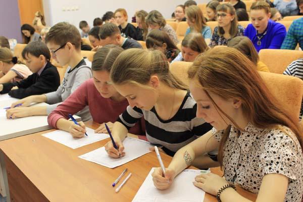 162 жителя Иркутска справились сТотальным диктантом на«пятерку»