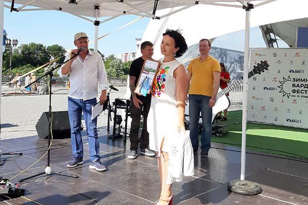 Преподаватель тобольского Дома детского творчества вновь стала лауреатом бардовского фестиваля